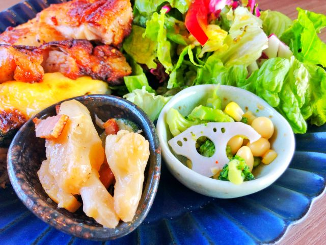 Large (ラルジュ)ランチ サラダ、デリ2種