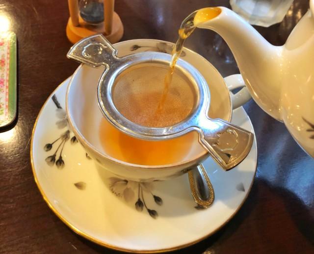 名古屋市天白区【植田ラティス】モーニング 紅茶を入れる