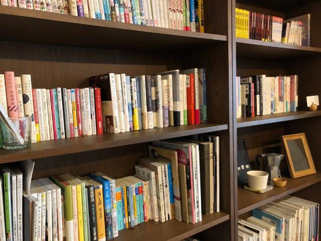 名古屋市天白区【キッサ マシマロ】モーニング 本棚