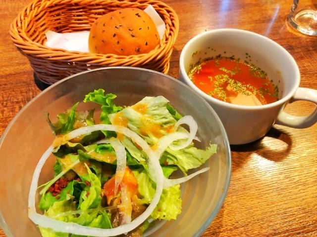 平針ランチ【リグノーサカフェ】試験場周辺 サラダ・パン・スープ