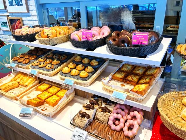 平針時間つぶしカフェ【ミスタードーナツ平針店】ドーナツディスプレイ2