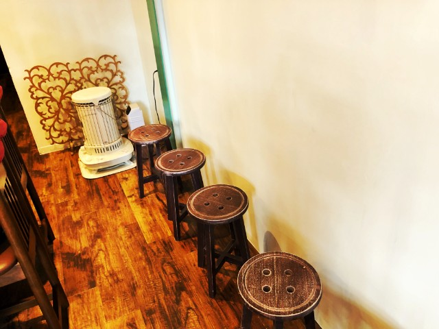 天白区平針ラーメン【montana(モンタナ)】ウェイティング椅子