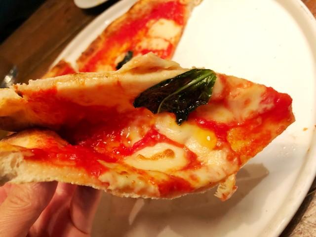 KAMINOKURA 436 TERRACE(カミノクラ436テラス)ピッツァのチーズたっぷり
