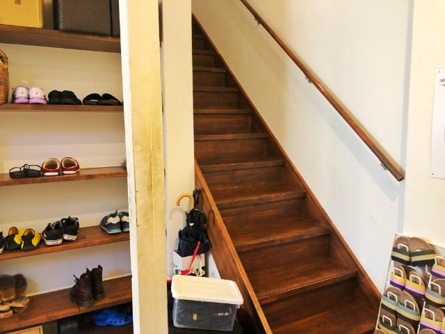 四間道/円頓寺 カフェ【なごのや(旧:西アサヒ)】2階への階段