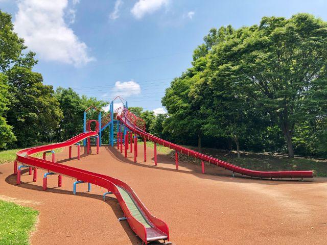 【戸田川緑地】ローラーすべり台(芝生広場)1